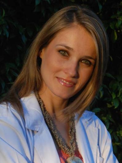 """Dra. Mayte Truchuelo. Especialista del Servicio de Dermatología del Hospital Ramón y Cajal de Madrid. Coautora de la guía """"El cáncer y la piel"""""""