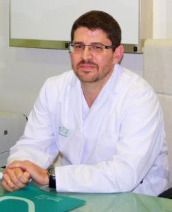 Dr. doctor Ismael López-Ventura Jimeno, neurólogo responsable de la Unidad de Esclerosis Múltiple de Xanit Hospital Internacional